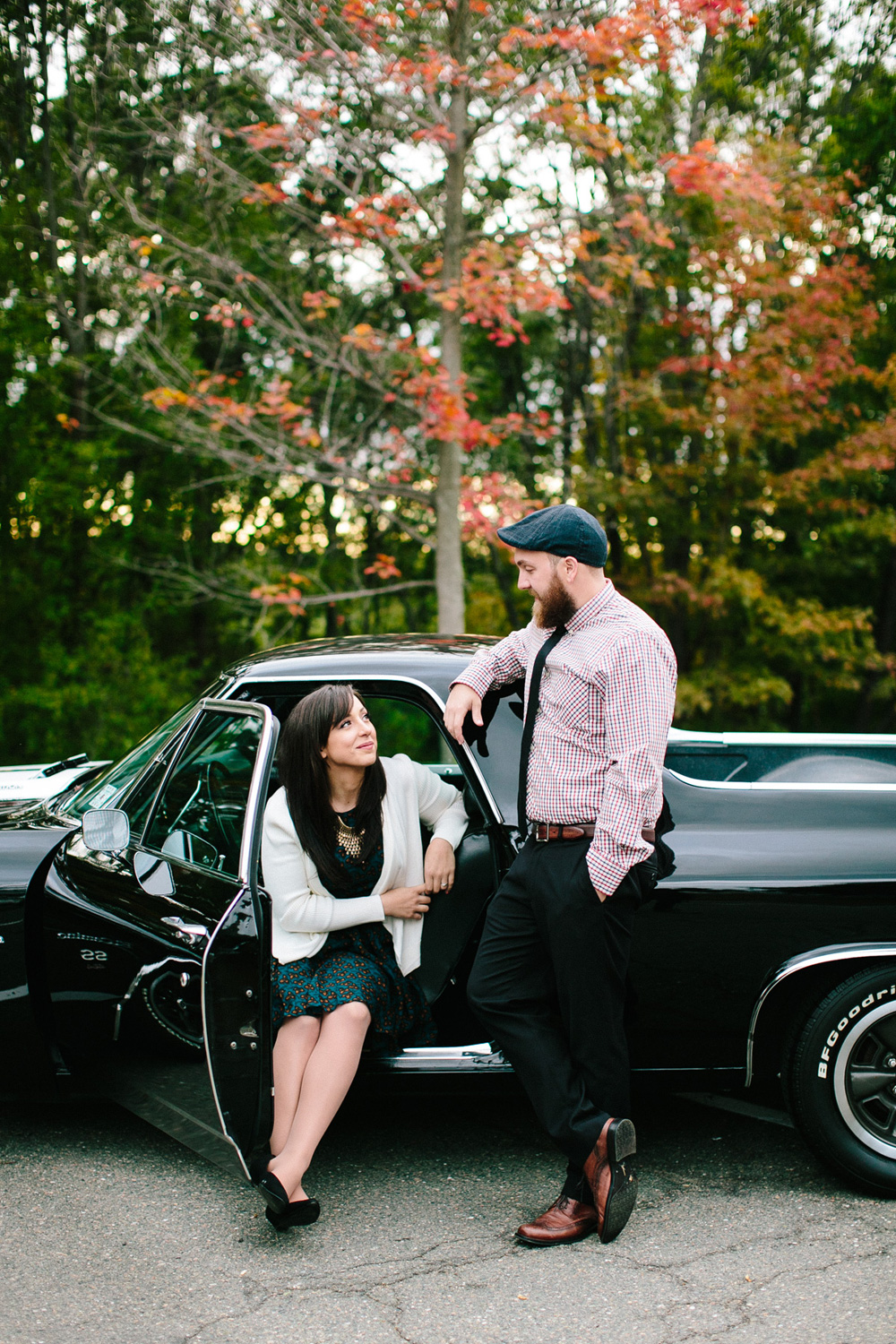 005-classic-car-engagement-session.jpg