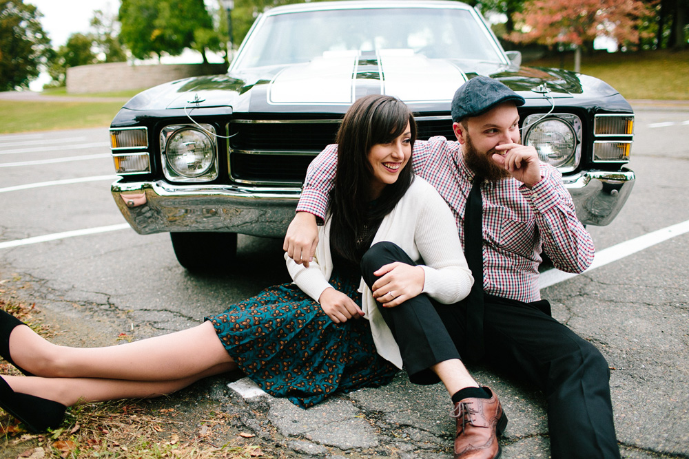 007-vintage-car-engagement-session.jpg