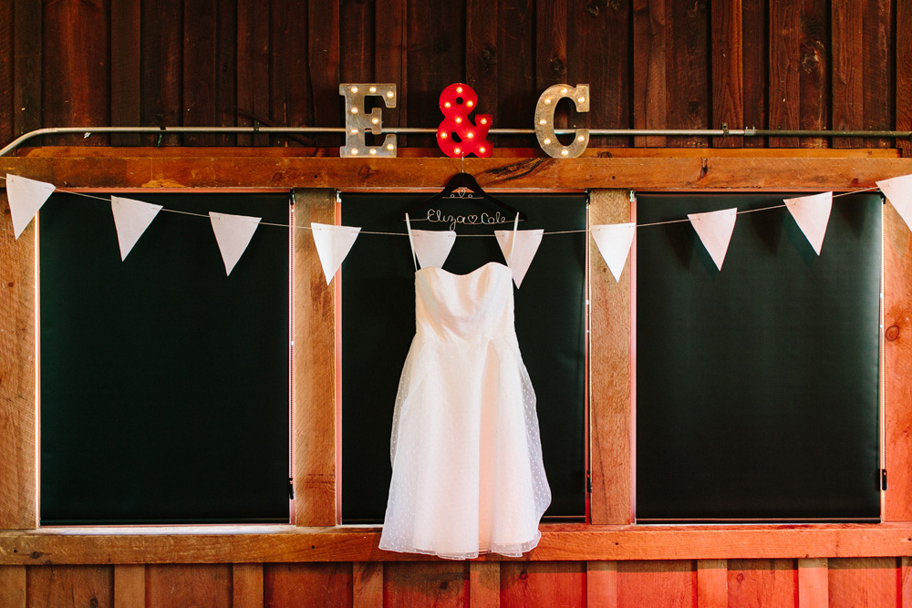002-red-barn-at-hampshire-college-wedding.jpg