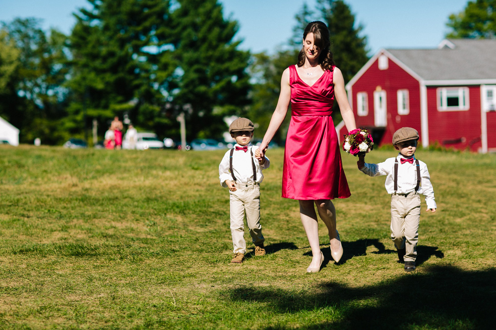 003-red-barn-at-hampshire-college-wedding.jpg