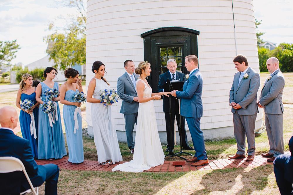 035-newburyport-harbor-light-wedding.jpg