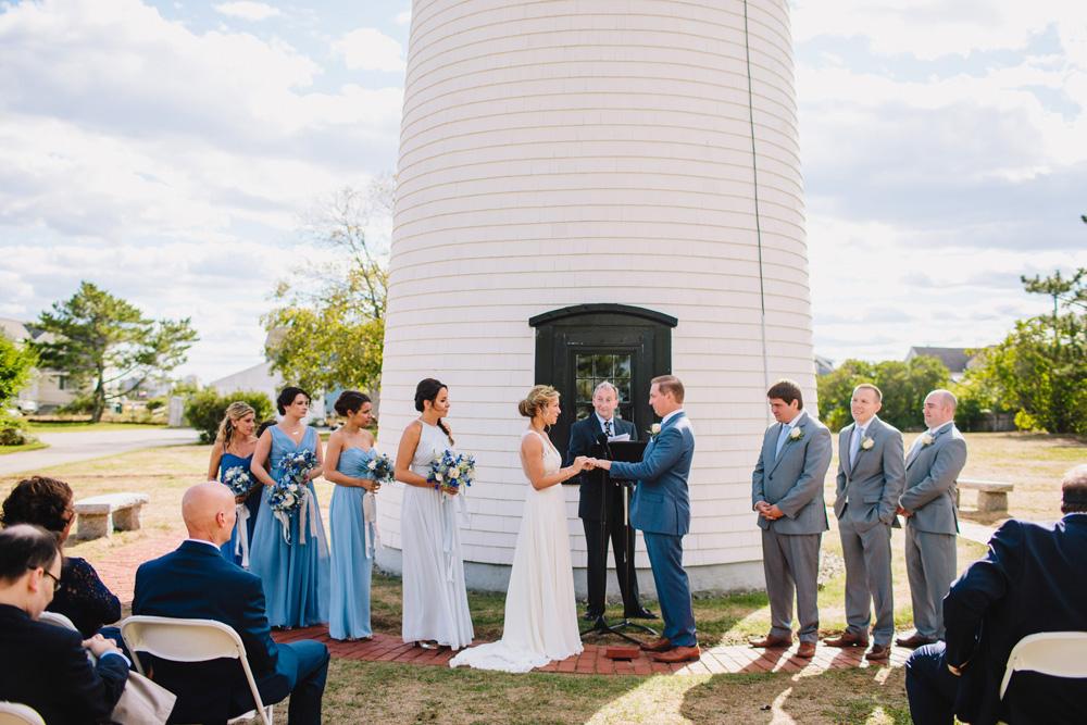 036-newburyport-harbor-light-wedding-ceremony.jpg