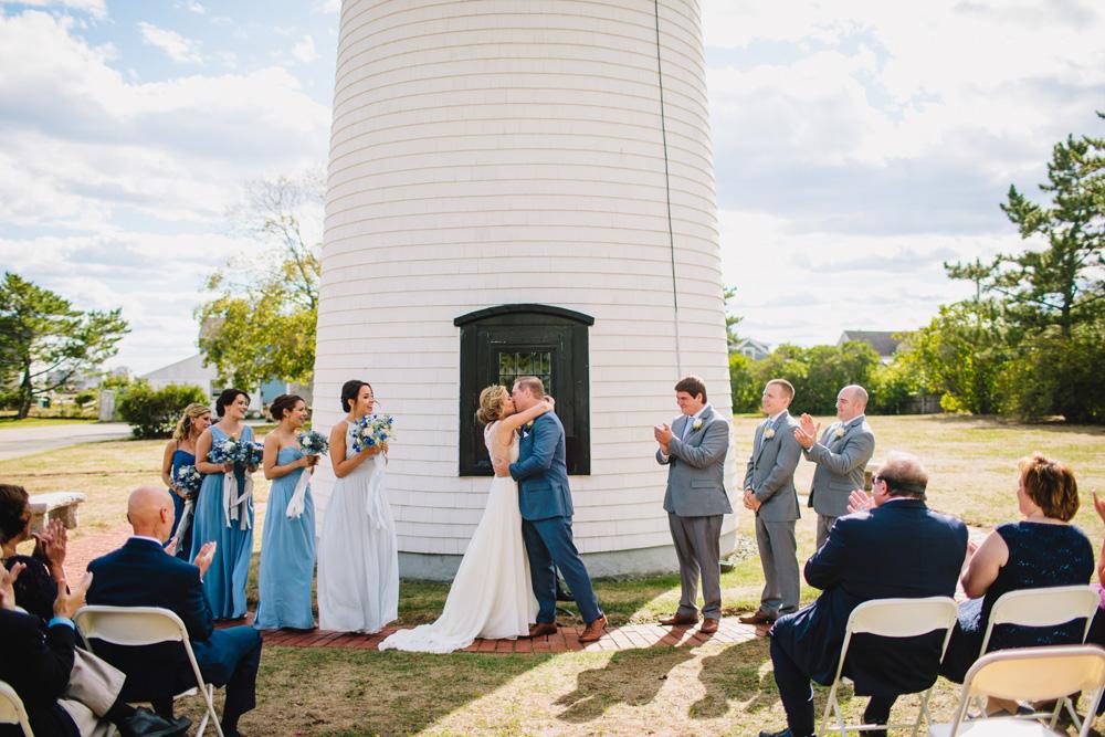 039-newburyport-harbor-light-wedding-ceremony.jpg
