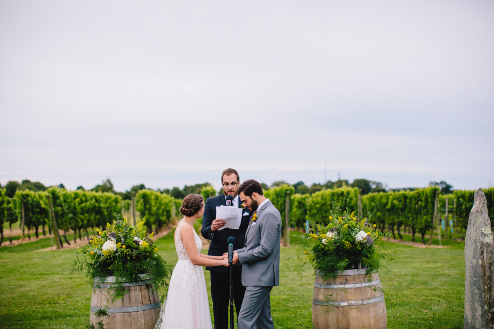 036-newport-vineyards-wedding-ceremony.jpg