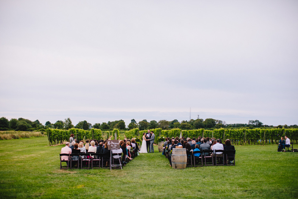 037-newport-vineyards-wedding-ceremony.jpg