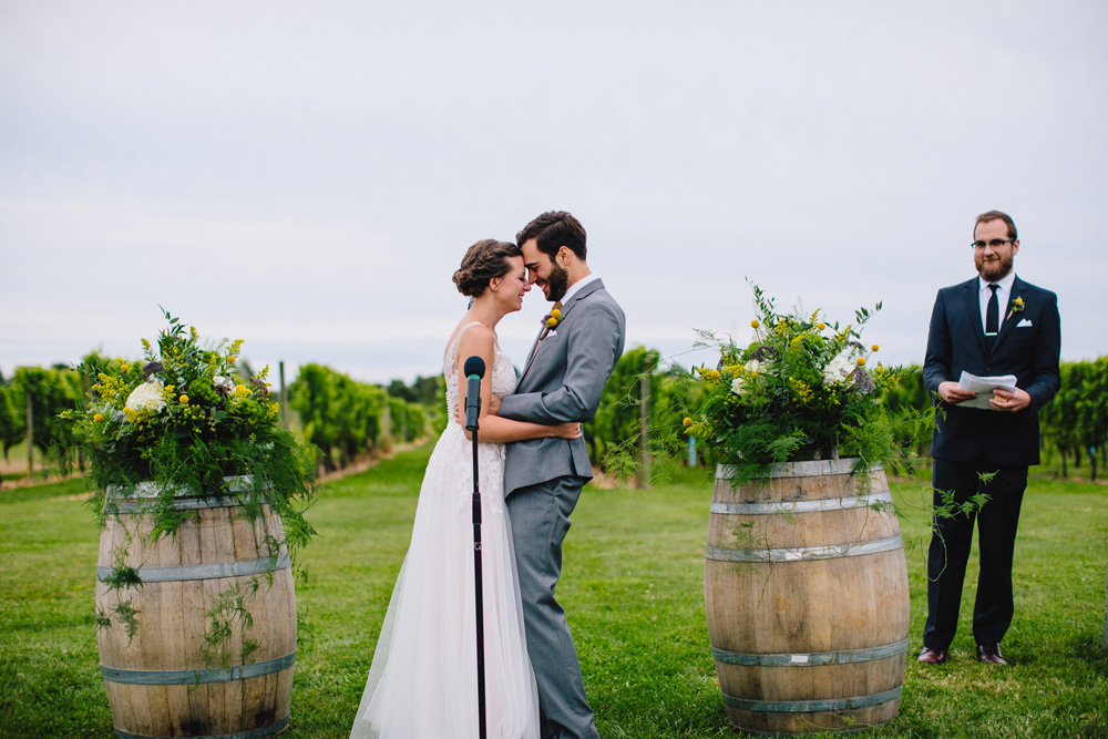 039-newport-vineyards-wedding-ceremony.jpg