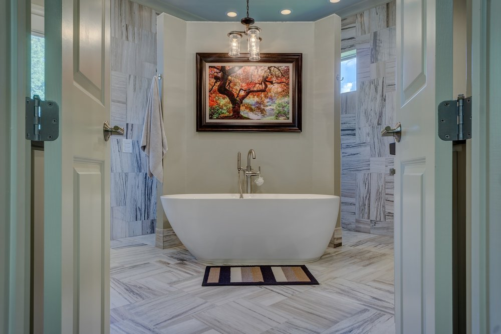 bathroom-1597027_1920.jpg