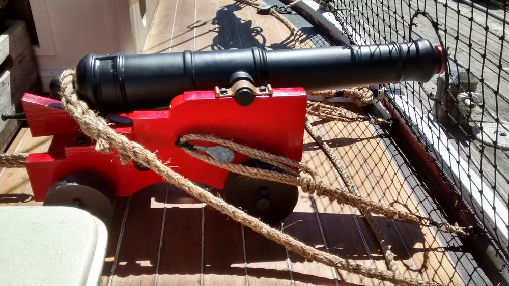 A replica warship should never be commissioned to service without her guns. This is GLORY's 1/3 scale 12-pounder, and it is cleared for  ACTION!!!     (click to enlarge)