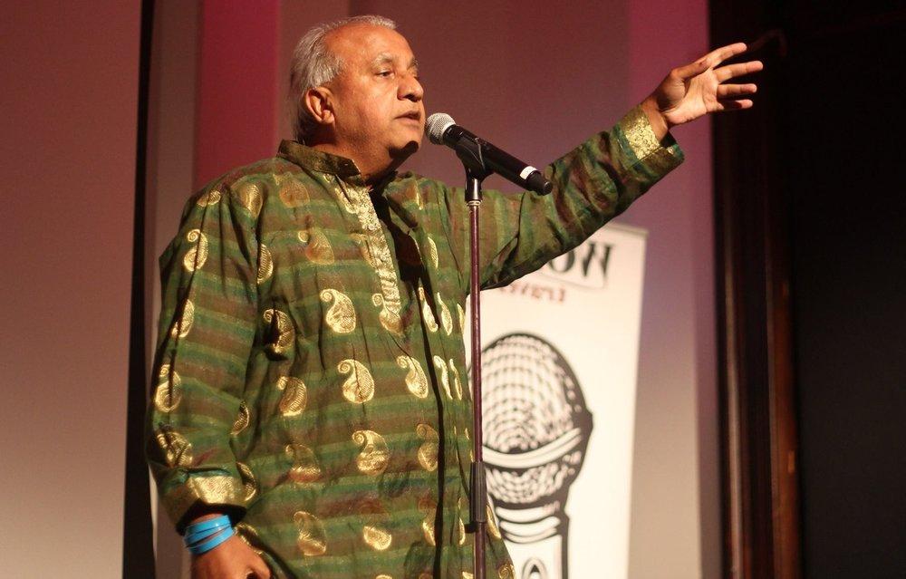 Spoken word artist  Bhupen Thakker  performing at the 2017 Multilingual Poetry Slam