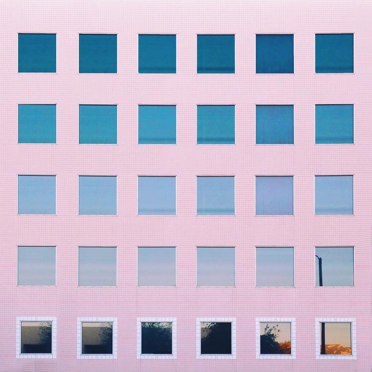 Pink_windows_skygradient.11.jpg