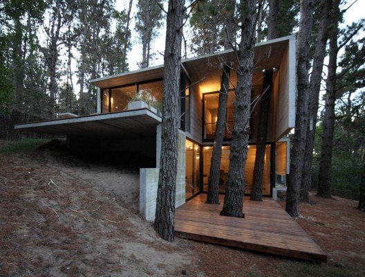 50d27fe3b3fc4b41b300028c_franz-house-bak-architects_casa_franz_01-528x400.jpg