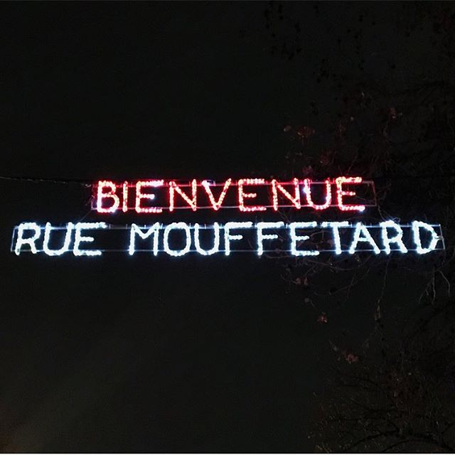 Home sweet home #parisianedition  On est là jusqu'à mardi matin !  Si vous avez un moment de libre !  #paris #mouffetard #paris5 #homesweethome #winter #france #mouffetardaddict #5eme #signaletic #signaletique #light #lightneon #neonlight #Christmas #noël