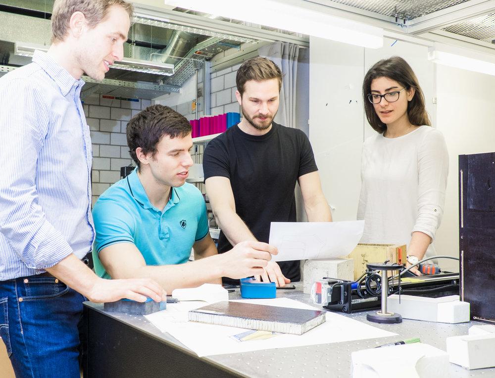 Wieso mit Pibiri & Reich? - Weil wir uns neben der Entwicklung neuartiger Ideen auch mit der Umsetzung und Implementierung beschäftigen. Wir bewegen uns bewusst in unterschiedlichen Branchen und schöpfen so aus der Vielfalt verschiedener Herangehensweisen. Wir machen uns für Startups, Creative Entrepreneurship und Designvermittlung stark und pflegen ein grosses Netzwerk an Design-, Consulting-, Engineering-, Entwicklungs-, und Fertigungspartner.