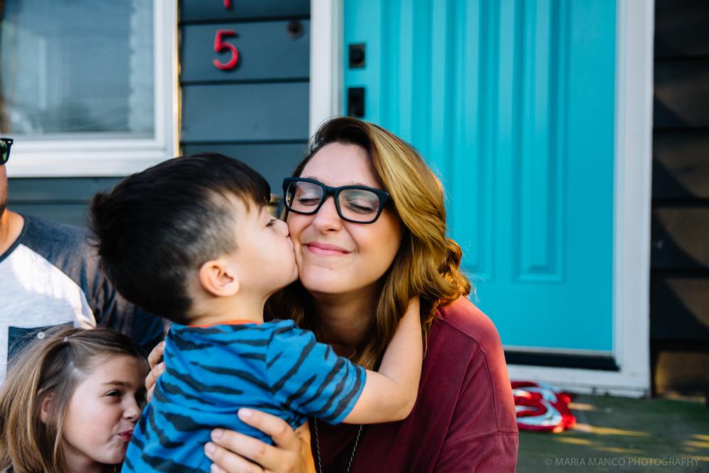 @MariaManco _ Child give big kiss to mom