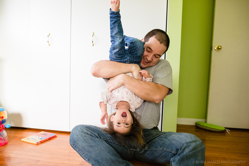 ©MariaManco _ Dad holds daughter upside down