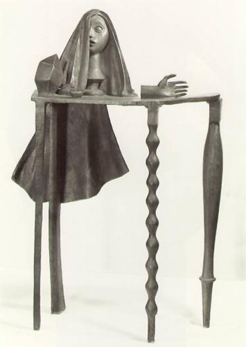 сюрреалистический стол.jpg