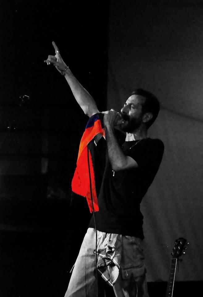 Йоганн исполняет песню ПРОСНИСЬ, СЫНОК.jpg