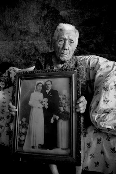 Беязян Ноем, род. в 1907 году в селе Партизпак. Ее отец был пчеловодом и смог спасти ее, спрятав в пчелином улье.jpg