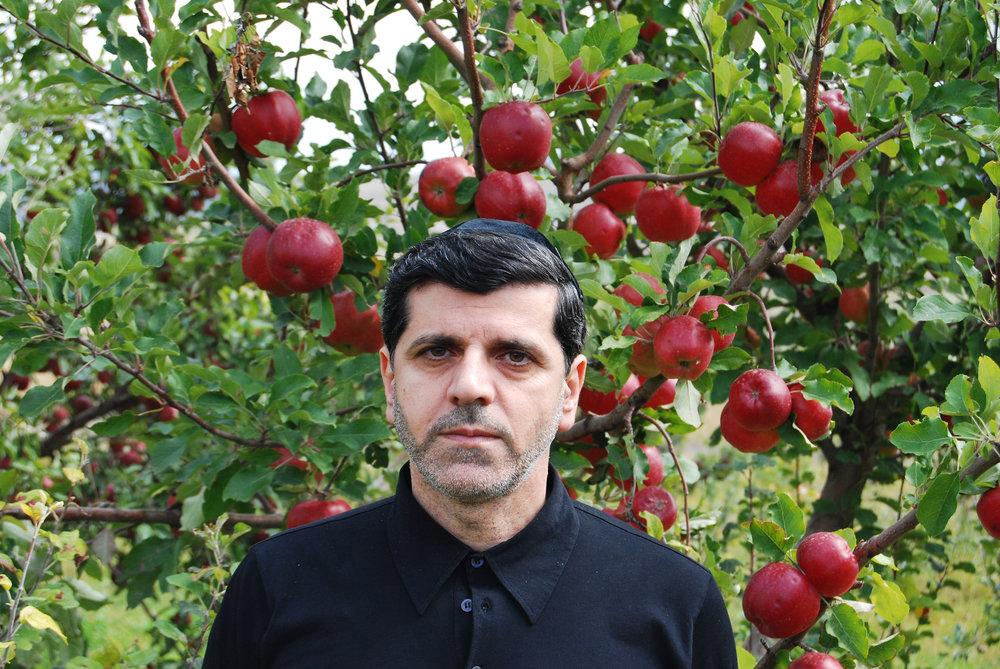 Валерий Ханукаев яблоки.jpg