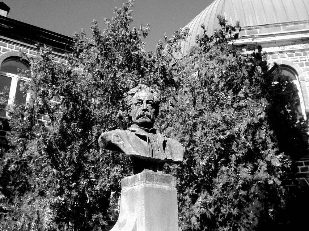 Бюст Патканяна в Эчмиадзине, Армения (фото Армине Агаян)