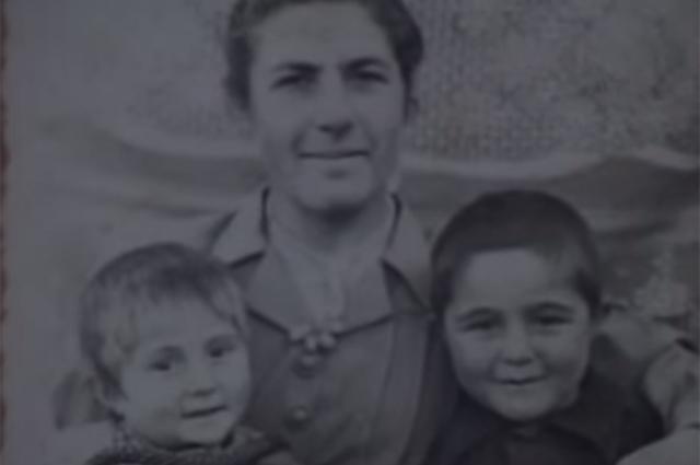 Жена Феликса Калачяна с детьми.jpg