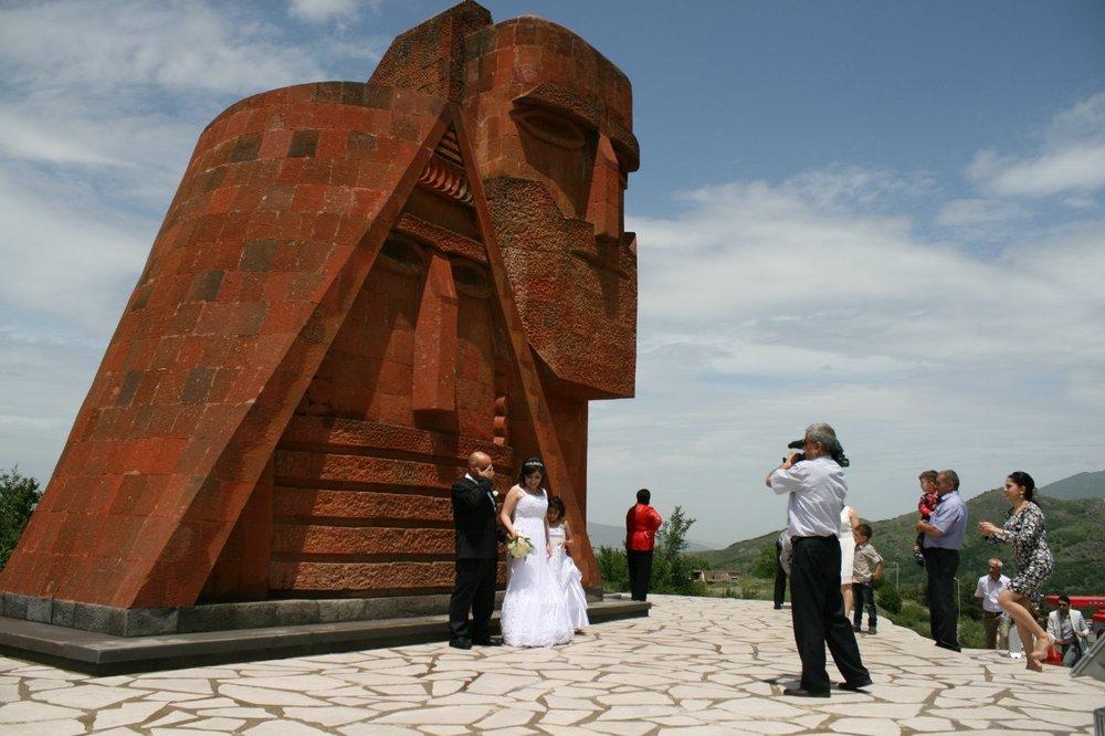 Проснувшись утром в Иране, Сергей проехал через пол-Армении и заночевал в Нагорном Карабахе. Такое бывает, если немножко поторопиться.