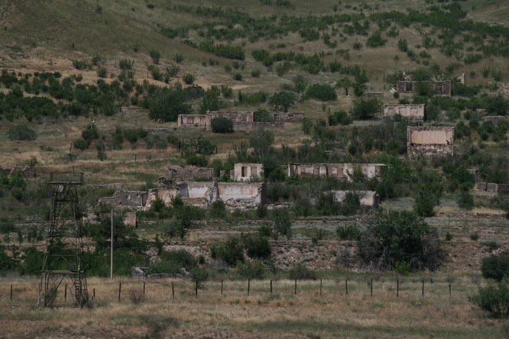 Карабах с иранского берега Аракса. Брошенная советская погранзастава и разрушенное азербайджанское село.