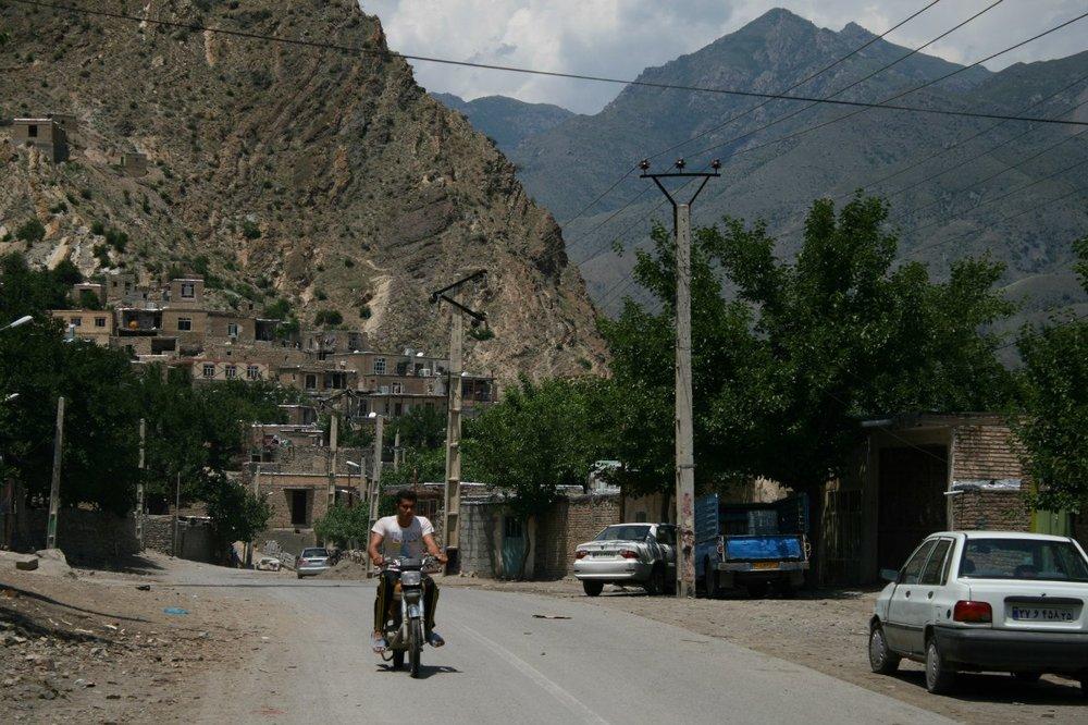 Иранский берег Аракса. Азербайджанское село Кюрдашт, аккурат напротив пограничного города Мегри в Армении.