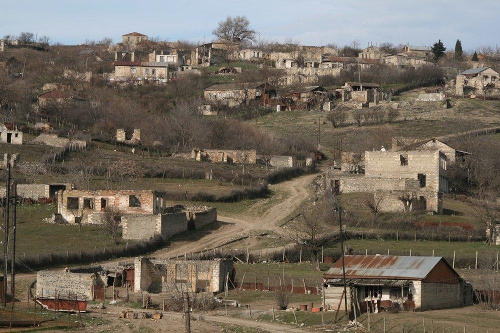 После Карабахской войны Талыш так и не смог полностью восстановиться. Село как оно было до начала апреля-2016...фото Сергея Новиковаhttp://serge-novikov.livejournal.com/