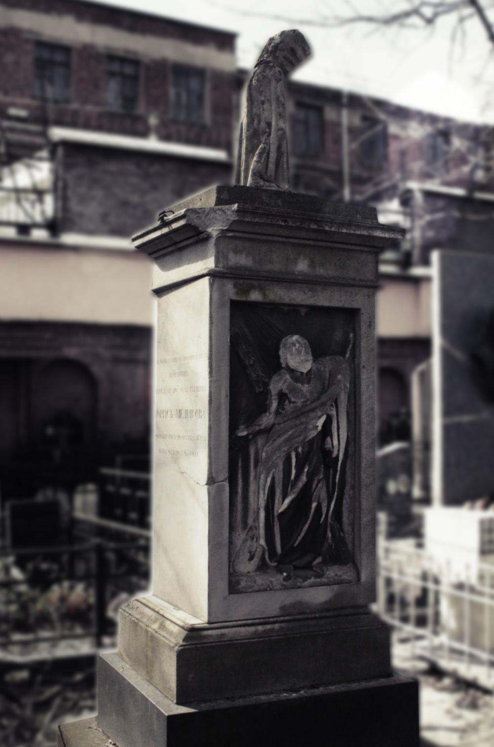 Наиболее ранний их памятников — обелиск 1844 года над могилой А. А. Лорис-Меликова.