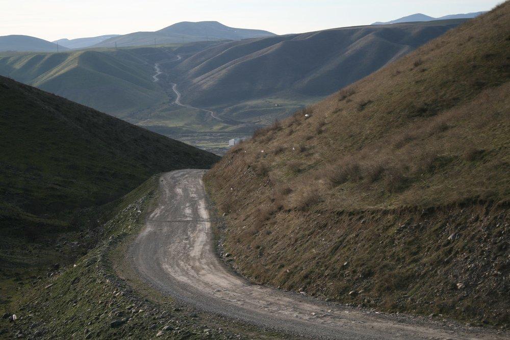 Дорога Матагис - Талыш идёт через небольшой перевал..jpg