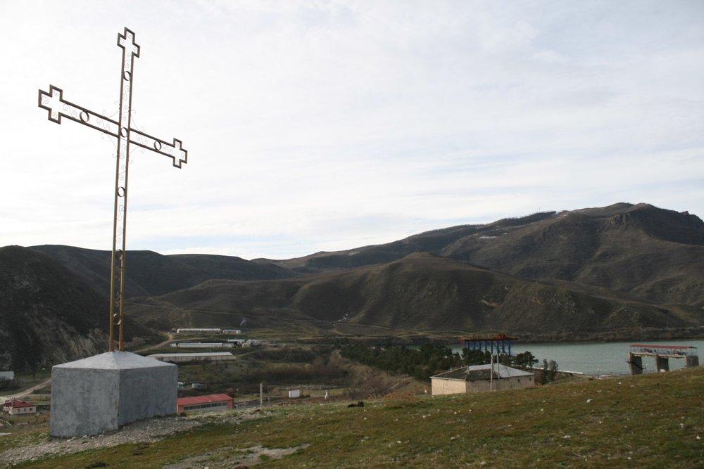 Село Матагис. Светящийся крест рядом с АрцахГЭС..jpg