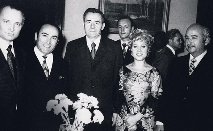 Дипломат Вилли Хштоян, министр иностранных дел СССР Андрей Громыко иНадежда Румянцева на приеме в советском посольстве в Египте, Каир, 1972 год