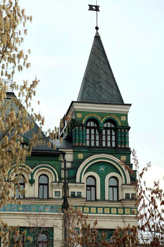 Другая дочь Ивана Ананова — Елена Ивановна,в замужестве Миансарова (Миансарян) — распорядилась своим приданым тем же образом, что и сестра. Доходный дом был построен по ее заказу в 1908–1911 годах по проекту архитектораСергея Родионова.