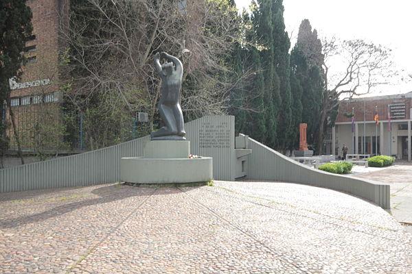 600px-Plaza_conmemorativa_del_genocidio,martires_armenios.JPG