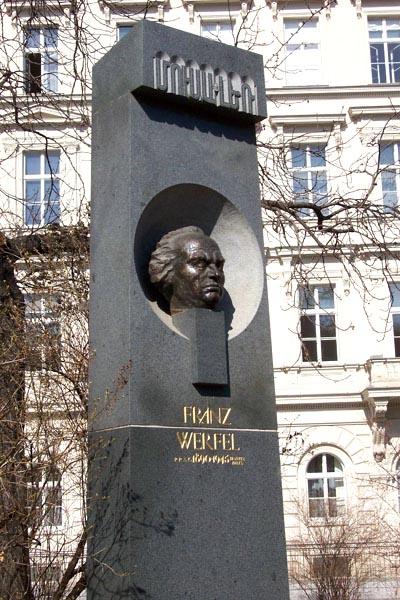 Памятник Верфелю в Вене