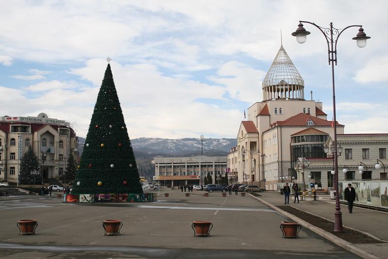 Площадь Возрождения в Степанакерте. фото Сергея Новикова