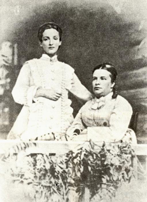 Две Камиллы. Бабушка и мать Камиллы Матвеевны Таманян (Эдвардс).Камилла Альбертовна Бенуа со своейстаршей дочерью 1875 г.