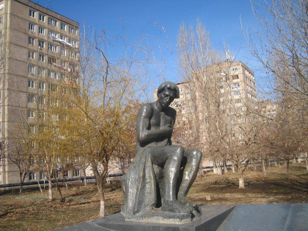 Памятник выдающемуся армянскому поэту Ваану Терьяну работы Николая Никогосяна