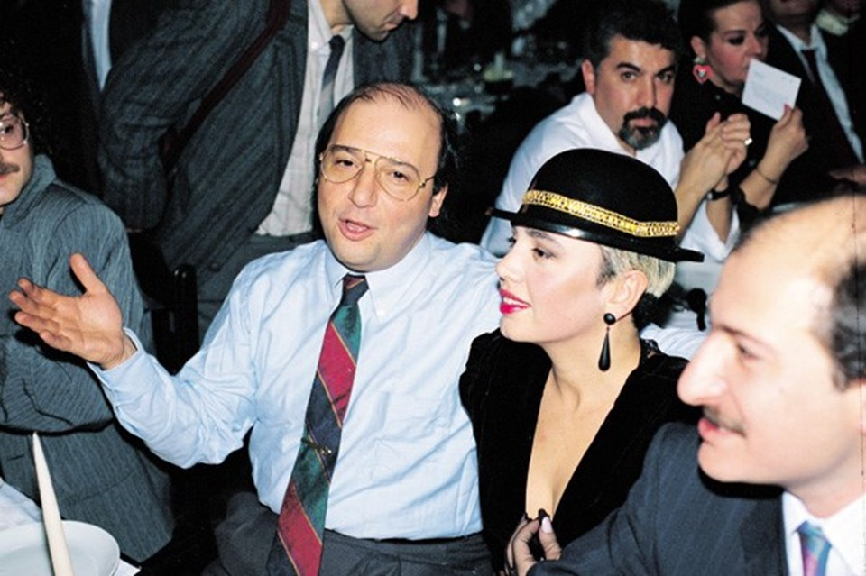Онно Тунч и его невеста, турецкая поп-певица Сезен Аксу
