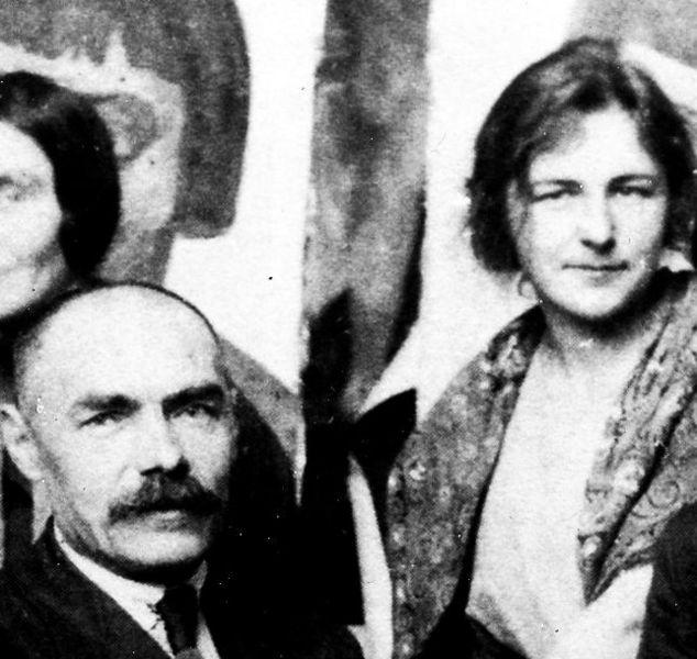 Елена Аладжалова со своим учителем Кузьмой Петровом-Водкиным