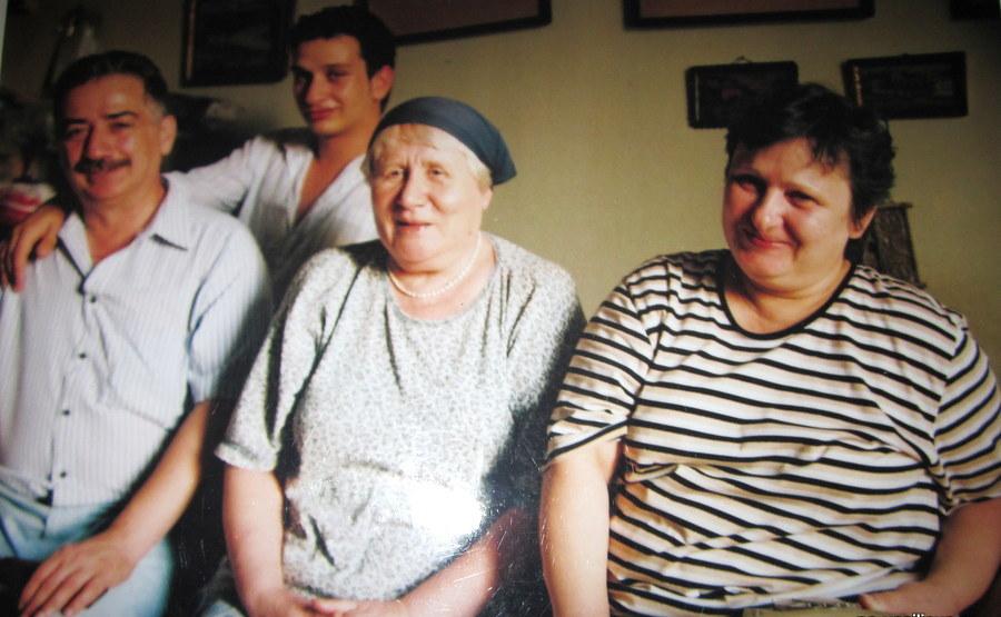 Рафаэль Агаджанян (слева), Елена Жигня (справа) с сыном в гостях у Натальи Васильевой (в центре).