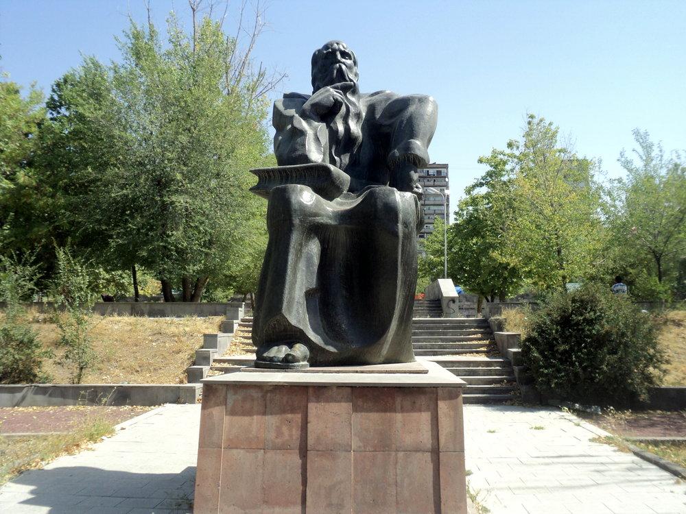 Памятник Давиду Анахту в Ереване