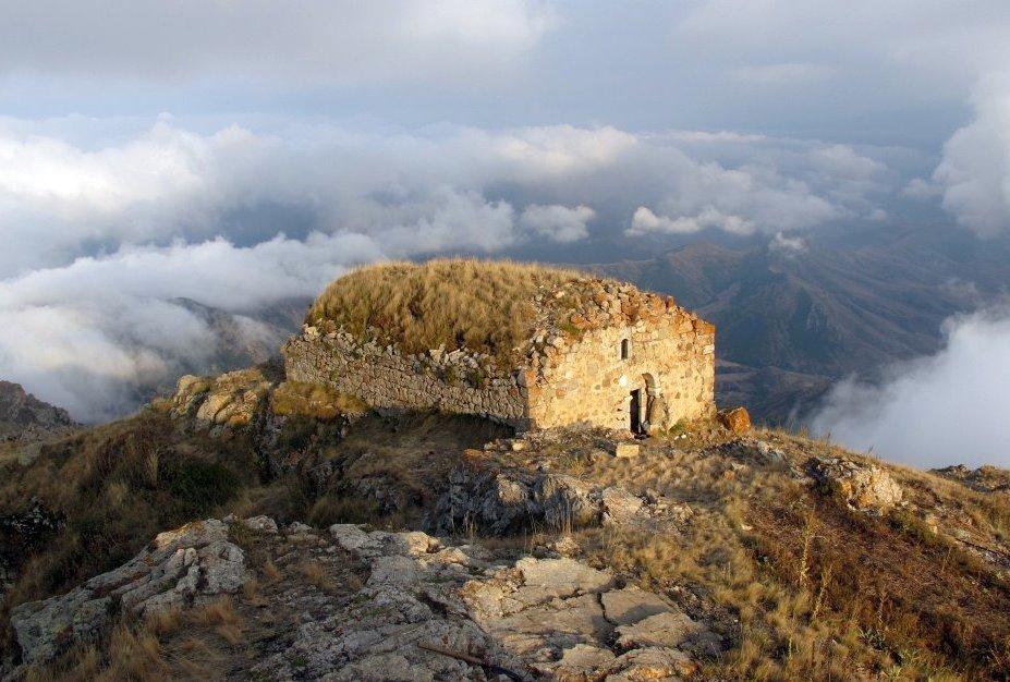 Нагорный Карабах. Монастырь Катарованк. ФотоMazzoniGuide