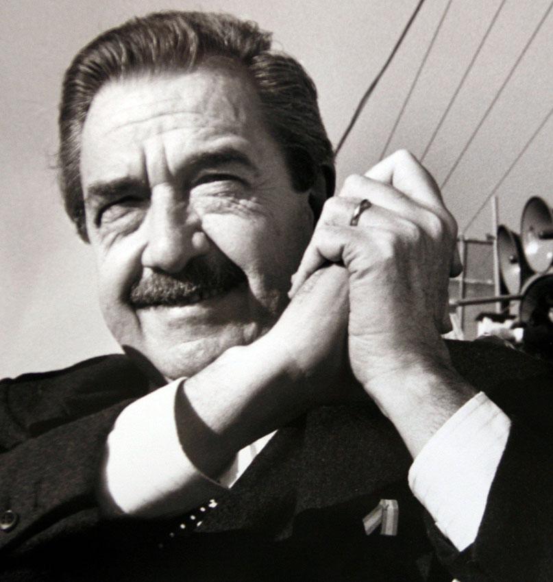 Президент Аргентины Рауль Альфонсин.В период существования в Аргентиневоенной хунтыРауль Альфонсин принимал активное участие в деятельностиоппозиции. В1983 годубыл выдвинутГражданским радикальным союзомкандидатом на постпрезидентаАргентины