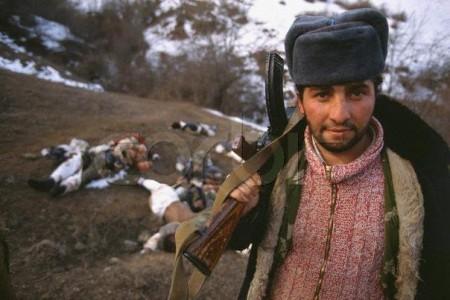 Знаменитый снимок армянского бойца после боя в Каринтаке