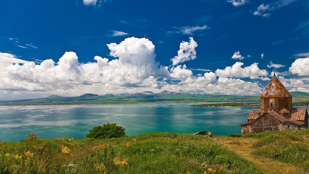 Жемчужина Армении - озеро Севан