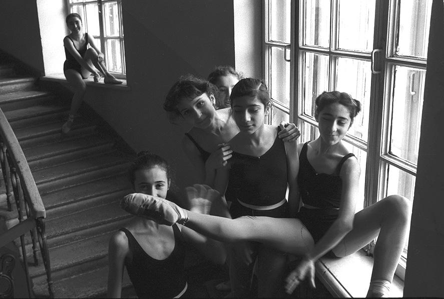 Продолжатели искусства Србуи Лисициан ученицы Ереванского хореографического училища.Ереван1983.