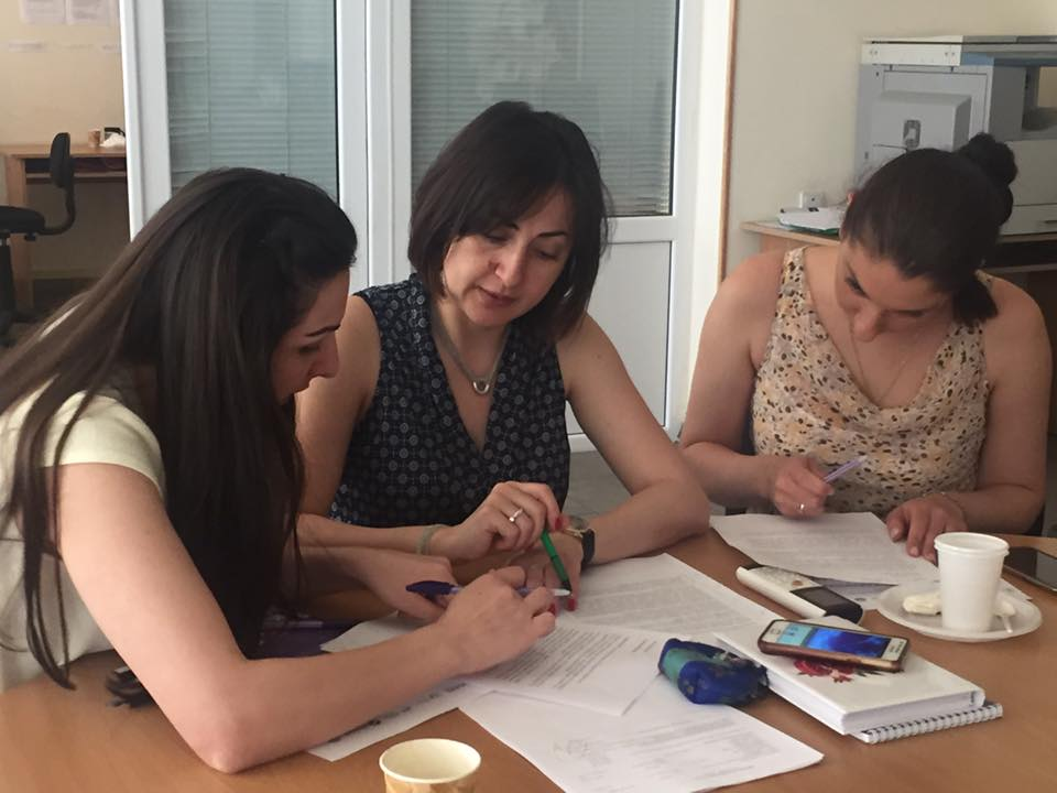 Анна Чулян с молодыми армянскими лингвистами