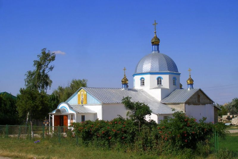 Армянск хранит имя Александра Спендиарова, который родился в Каховке и был крещен в этом городе. По свидетельству краеведов, от старой церкви, где произошло это таинство, осталась одна стена.